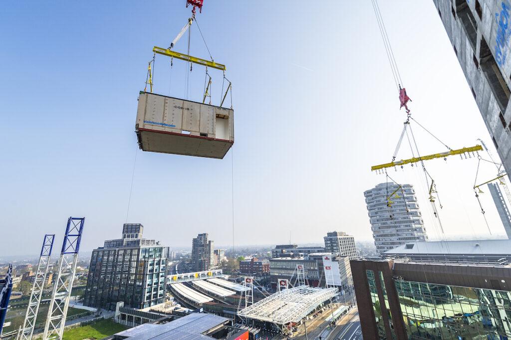 Modules craned on site at 101 George Street, Croydon